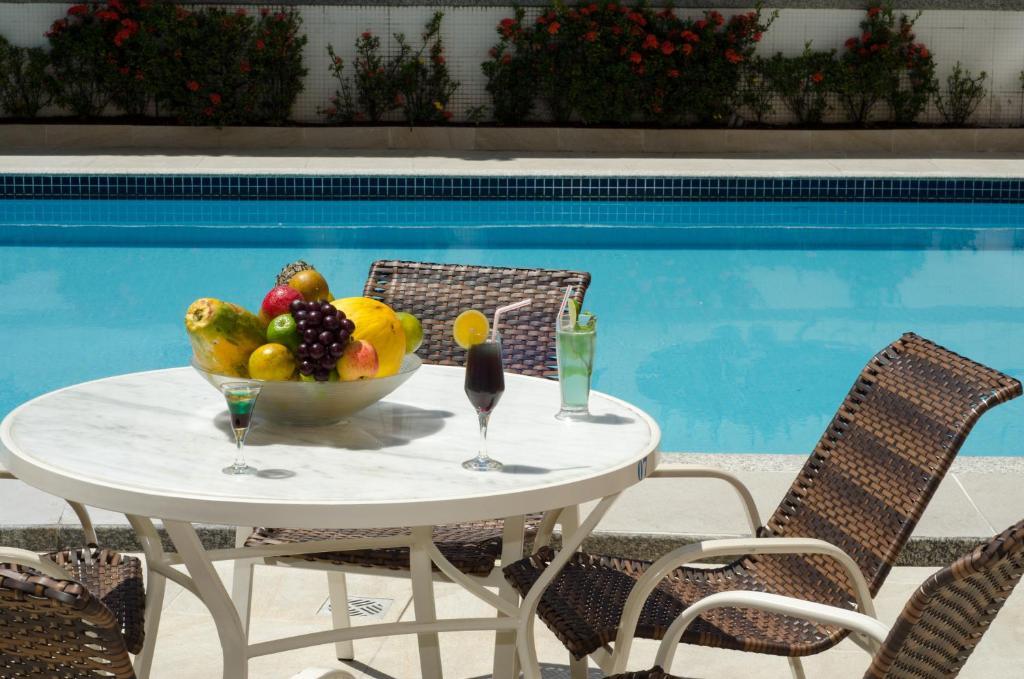 A piscina localizada em Grande Hotel da Barra ou nos arredores