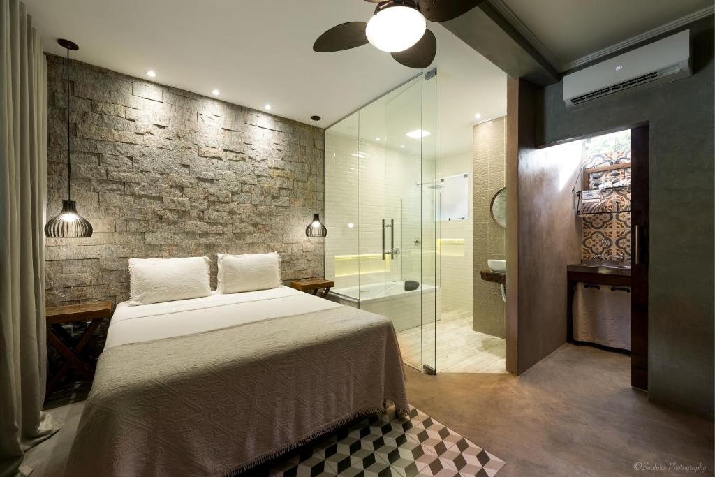A bed or beds in a room at Chalés Santa Catarina