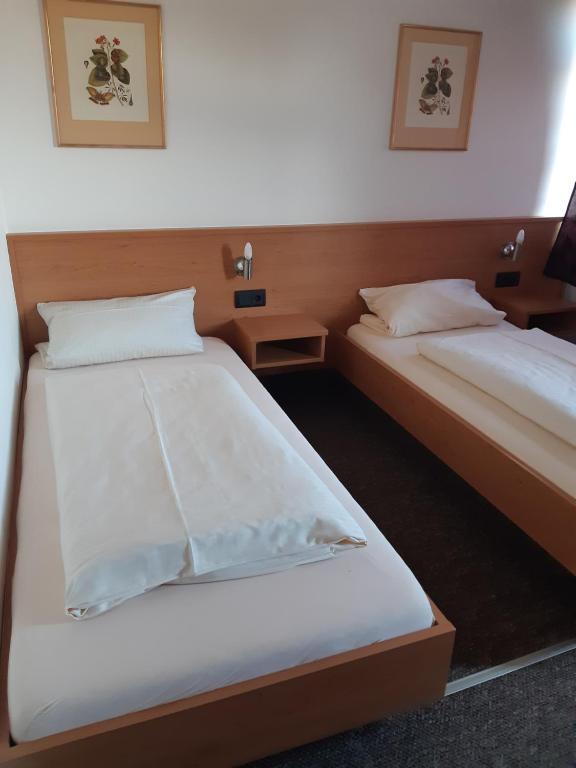 Ein Bett oder Betten in einem Zimmer der Unterkunft Pension Benedikt