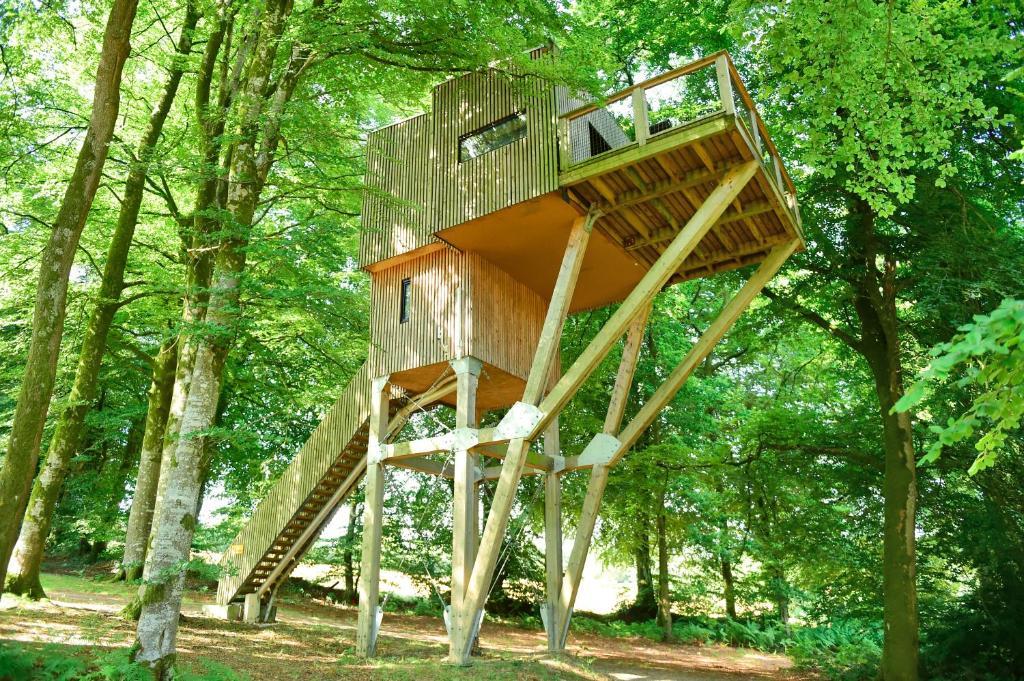 Aire de jeux pour enfants de l'établissement L'étape en forêt