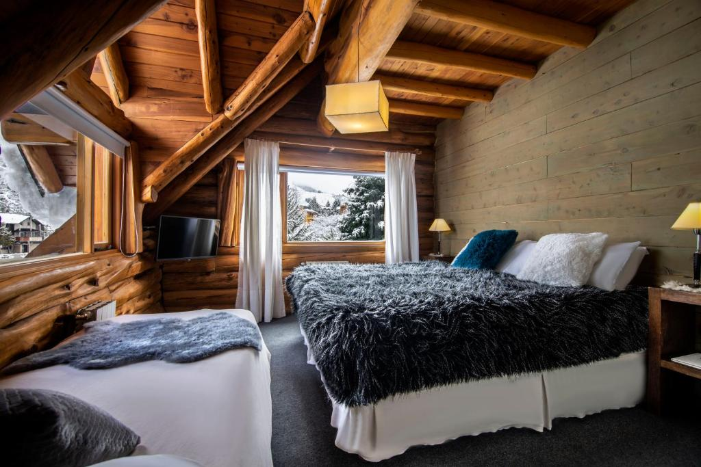 Una cama o camas en una habitación de Hosteria Sudbruck