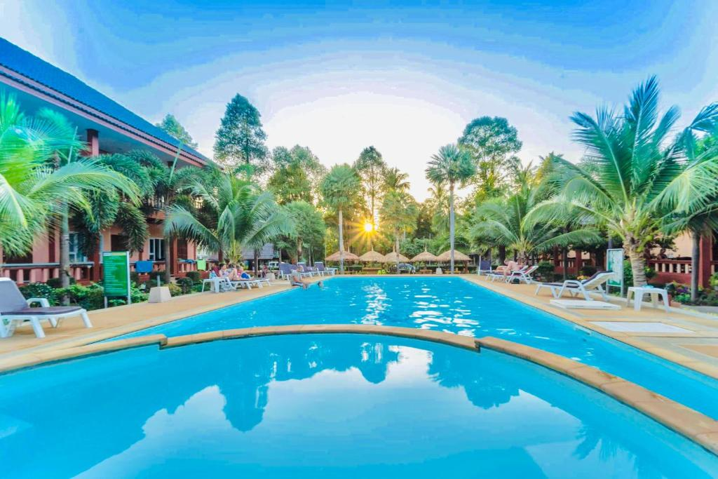 Swimmingpoolen hos eller tæt på Peaceful Resort Koh Lanta