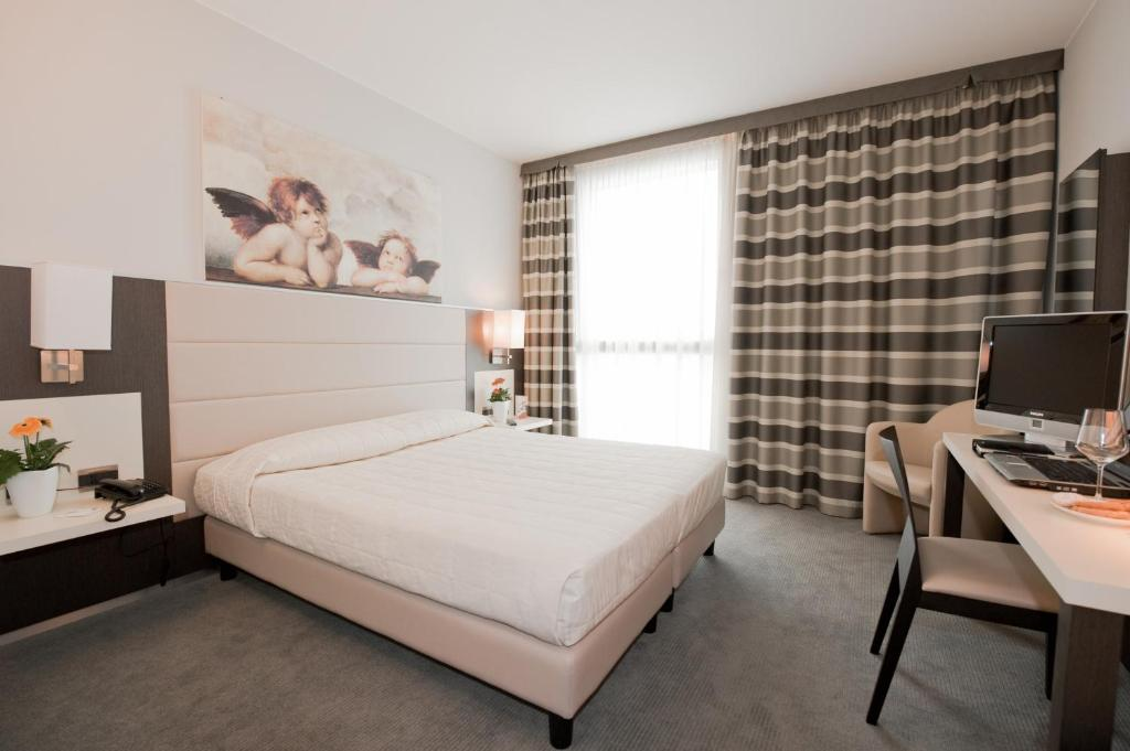 A bed or beds in a room at Hotel Rivarolo
