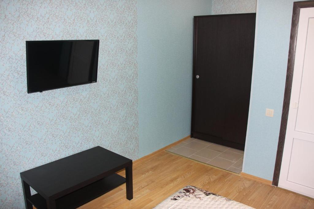A television and/or entertainment center at Hotel GH AurorA Domodedovo
