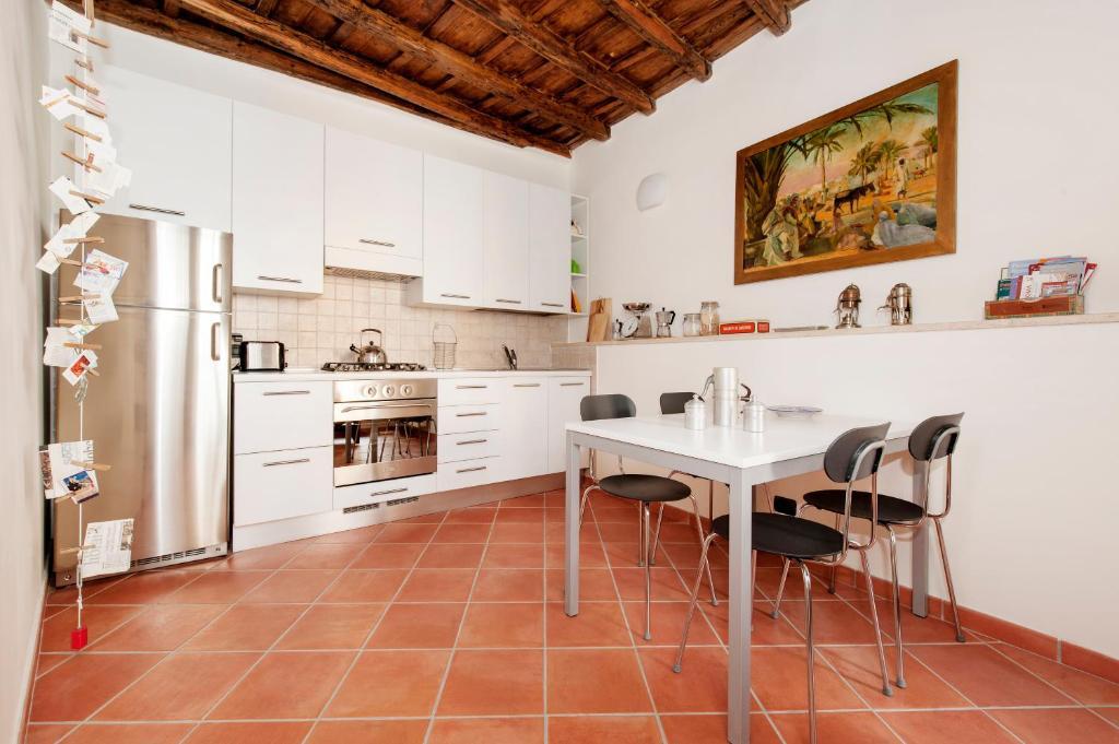 A kitchen or kitchenette at Casa Cimini