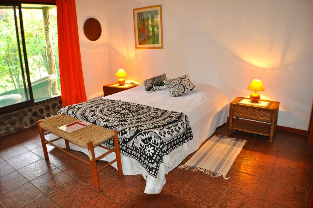 A bed or beds in a room at Aukara Bed & Breakfast