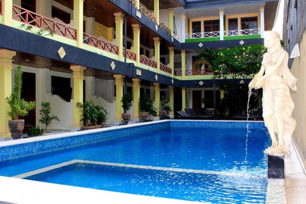 The swimming pool at or near Beneyasa Beach Inn 2