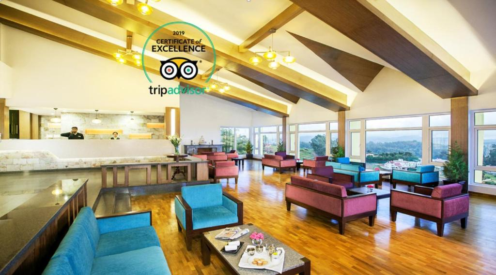 A restaurant or other place to eat at Sterling Ooty Elk Hill