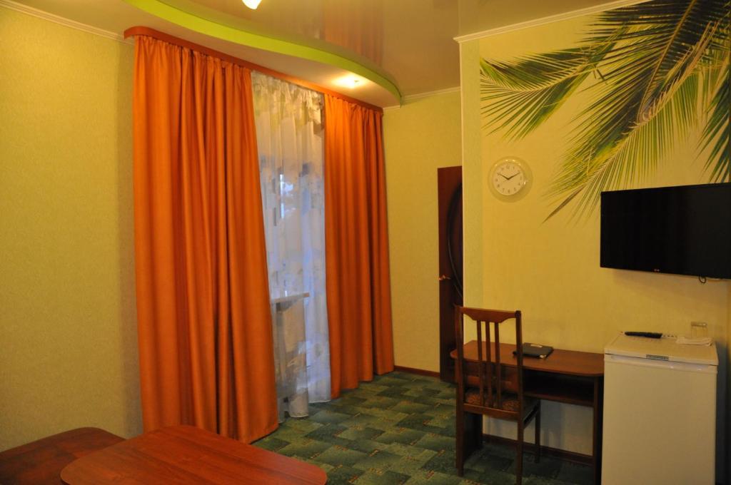 Телевизор и/или развлекательный центр в Отель Уют