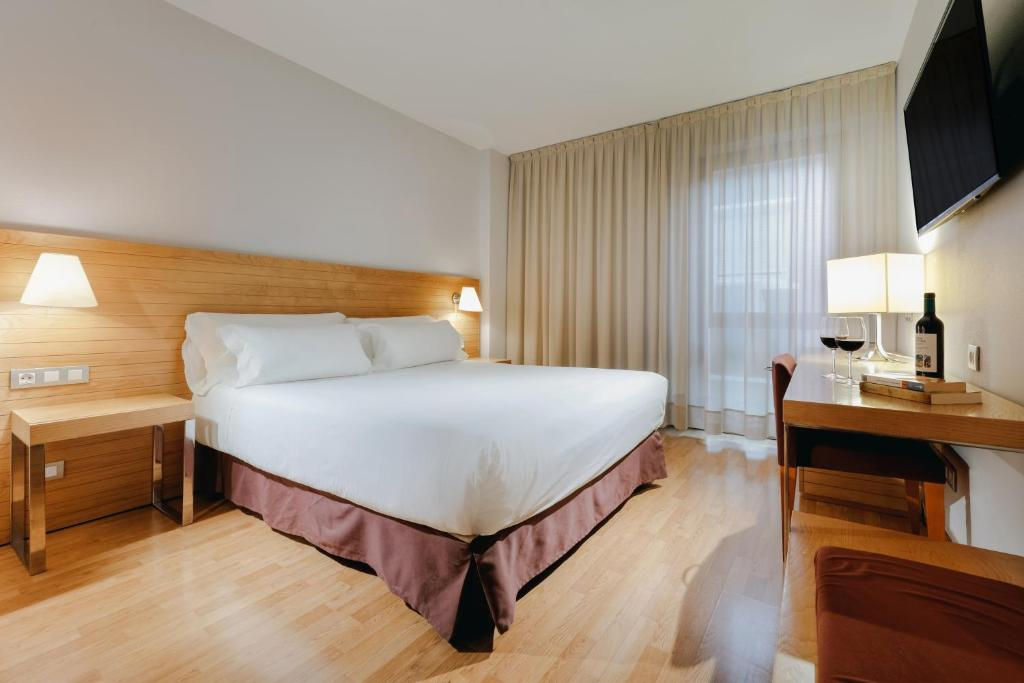 A bed or beds in a room at Hesperia Zaragoza Centro