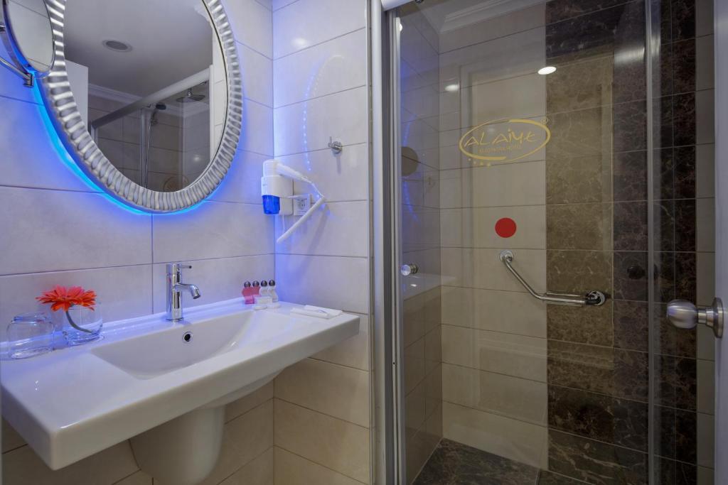 Ванная комната в Alaiye Kleopatra Hotel