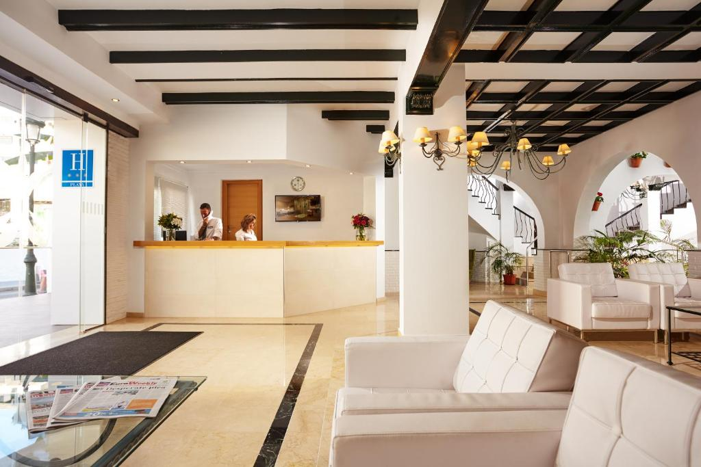 The lobby or reception area at Villa Flamenca