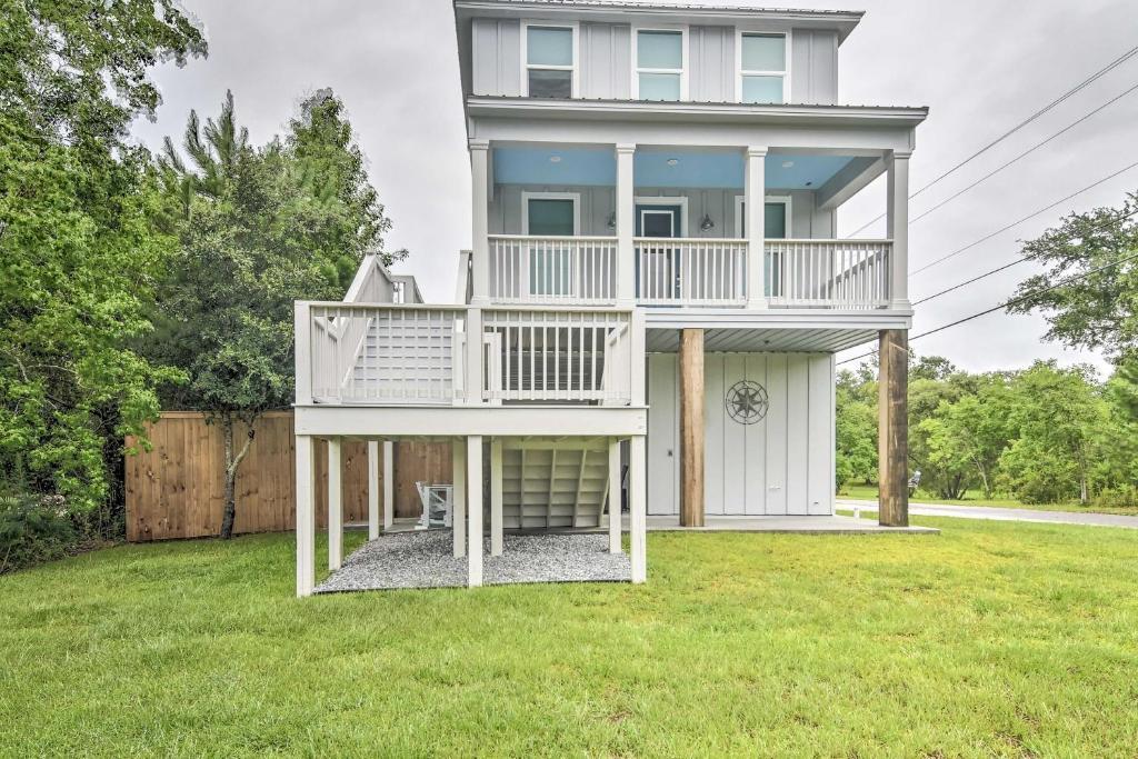 Modern Waveland Home 5 Blocks