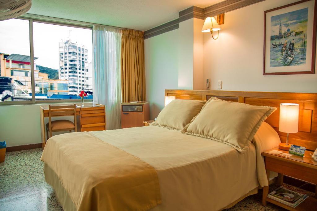 Cama o camas de una habitación en Hotel Villavicencio Plaza