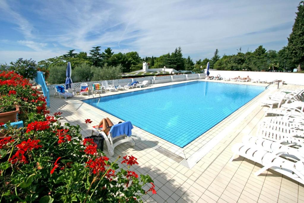 The swimming pool at or close to Hotel Plavi Plava Laguna
