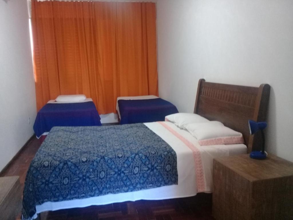 A bed or beds in a room at QUARTO PRIVATIVO NO APARTAMENTO DA EDIT