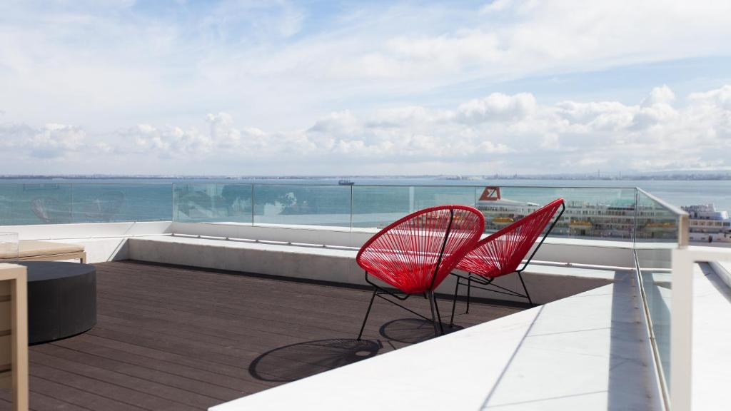 A balcony or terrace at Memmo Alfama - Design Hotels