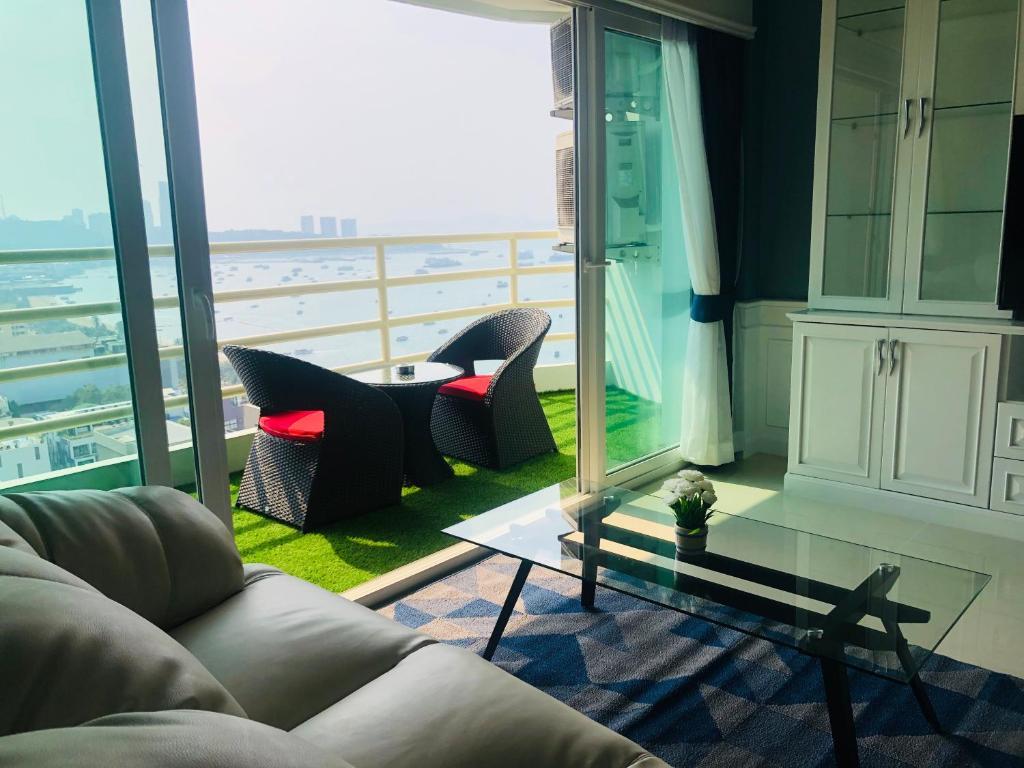 Гостиная зона в View Talay 6 Pattaya Beach Apartment by Honey