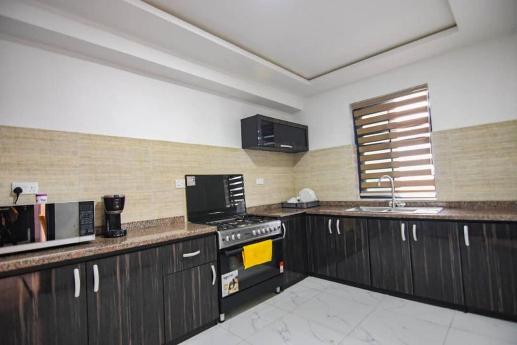 هتل Lifestyle18 Hotel and Shortlet Apartments