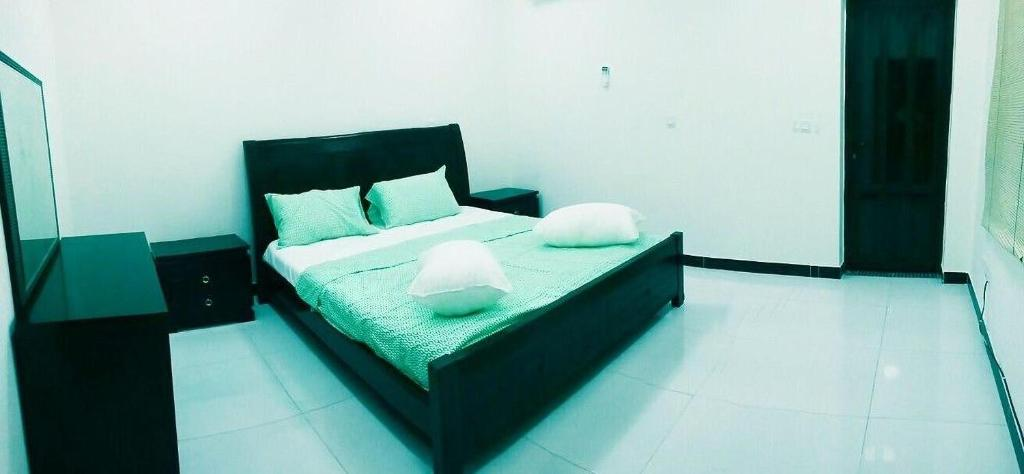 A bed or beds in a room at DOHA BACK PACKERS