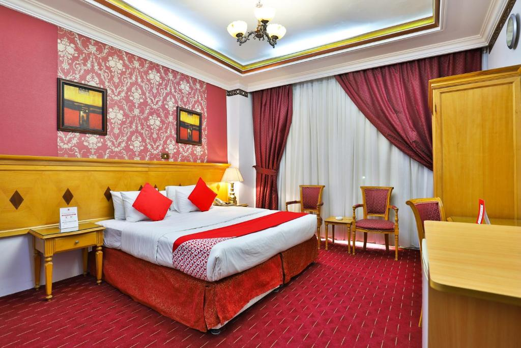 A bed or beds in a room at OYO 394 Al Murooj Kareem Hotel