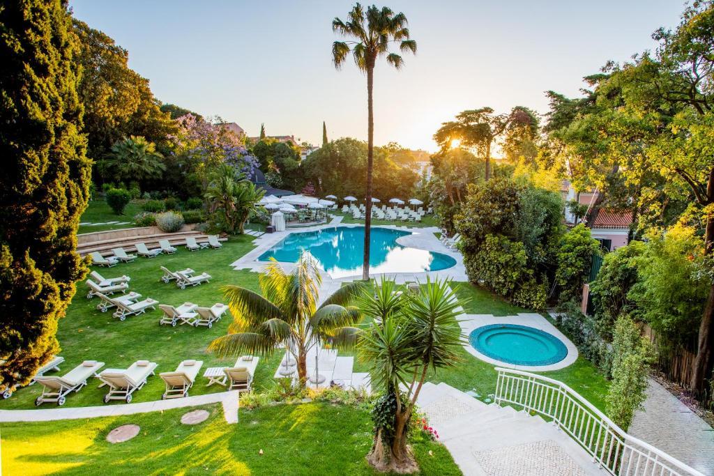 Vue sur la piscine de l'établissement Olissippo Lapa Palace – The Leading Hotels of the World ou sur une piscine à proximité