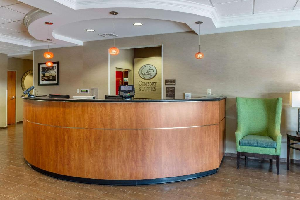 Hotel Comfort Suites Amish Country, Lancaster, PA - Booking.com on