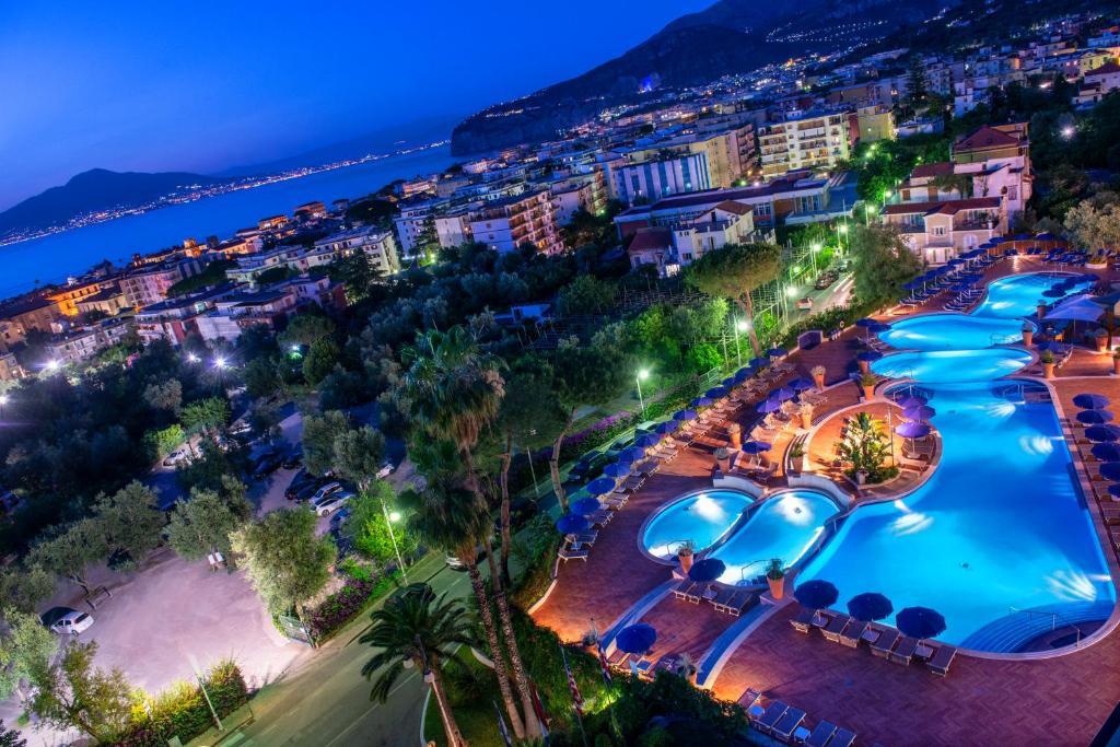 מבט מלמעלה על Hilton Sorrento Palace