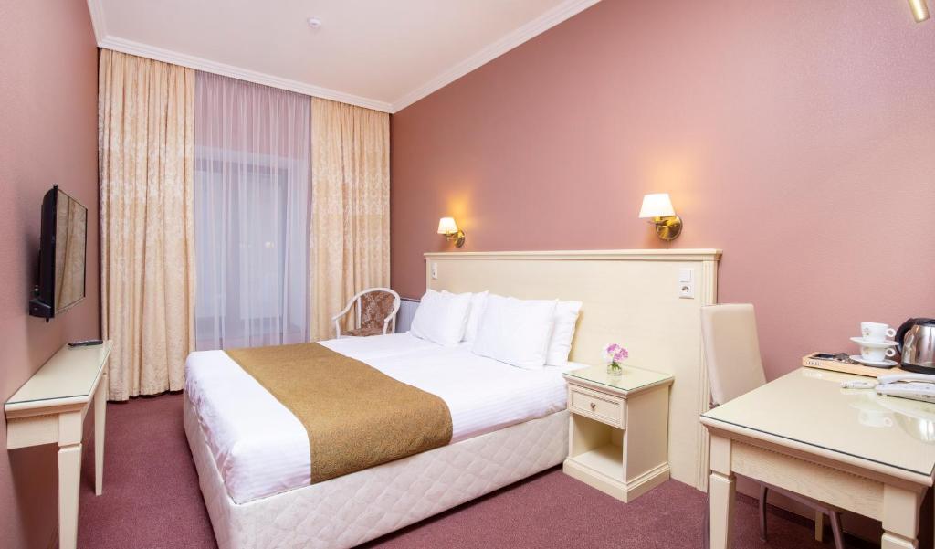 Ein Bett oder Betten in einem Zimmer der Unterkunft Yards of Capella near Nevsky