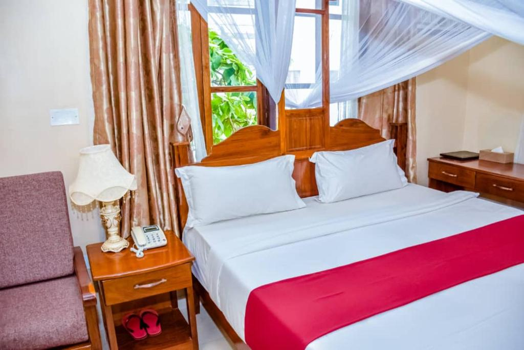 A bed or beds in a room at RED SUN LODGE Kokoni
