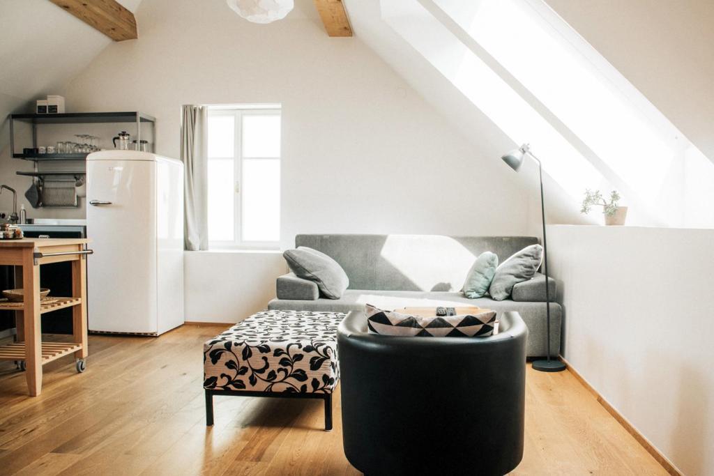 Coin salon dans l'établissement Apartments and Rooms Meščanka