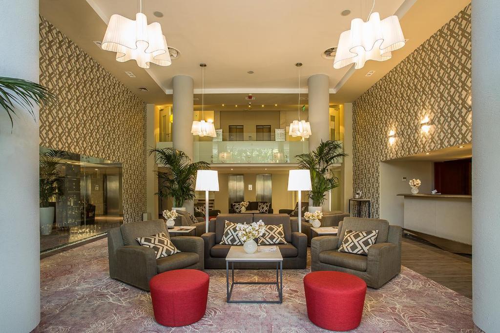 Hall o reception di Mamaison Hotel Andrassy Budapest