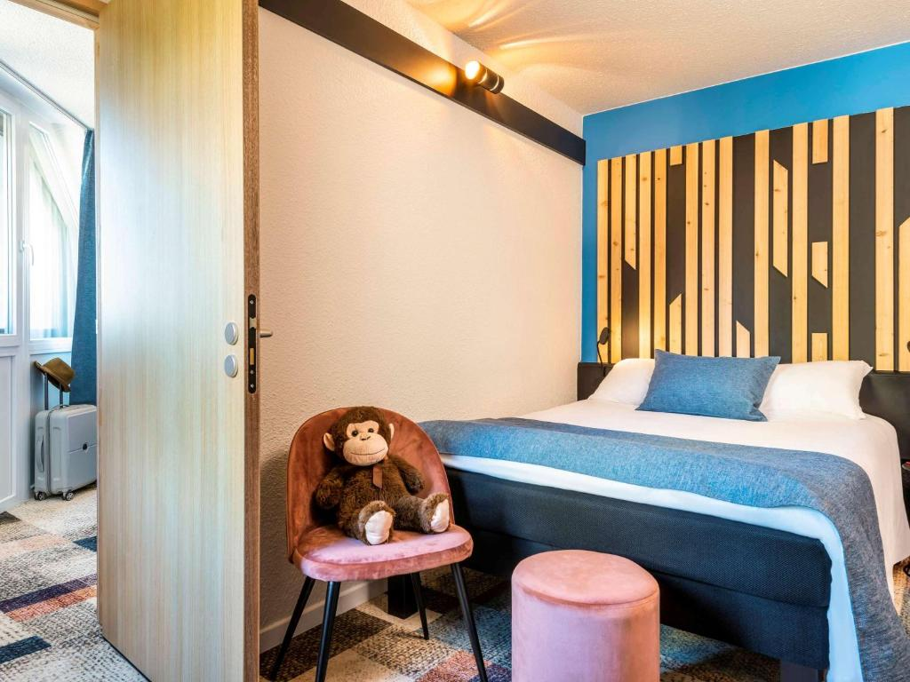 A bed or beds in a room at ibis Styles Boulogne sur Mer Centre Cathédrale