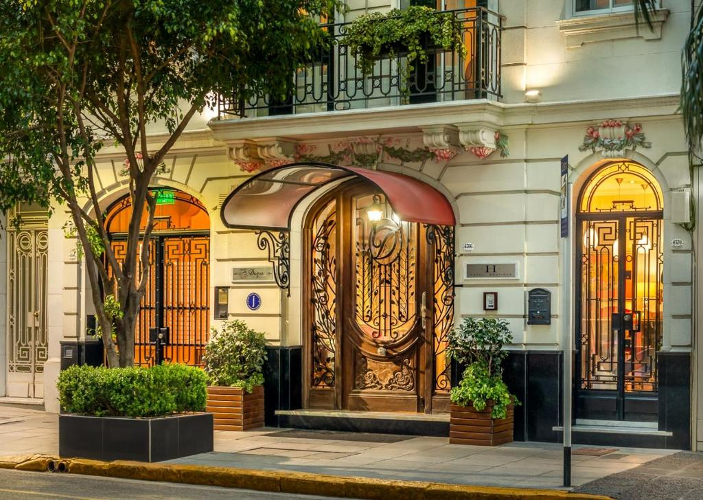 The facade or entrance of Duque Hotel Boutique & Spa