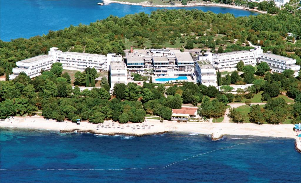 A bird's-eye view of Hotel Delfin Plava Laguna