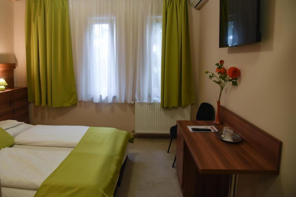 Hotel Oázis Wellness Panzio, Szigetszentmiklós, Hungary