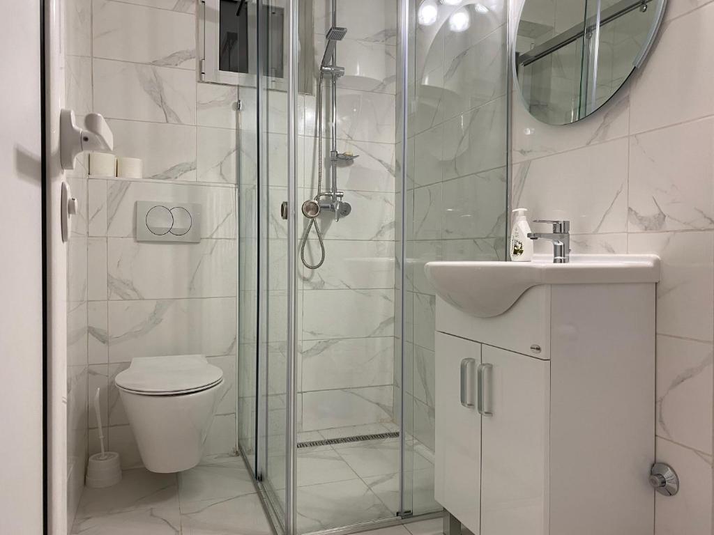 A bathroom at Apartments Veselinka