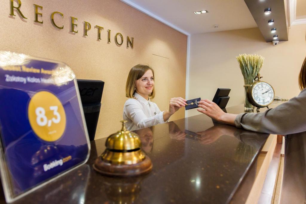 Лобби или стойка регистрации в Санаторий Золотой Колос
