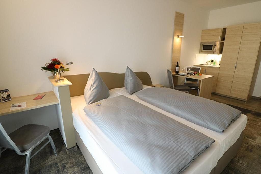 A bed or beds in a room at Petul Apart Hotel An'ne 40