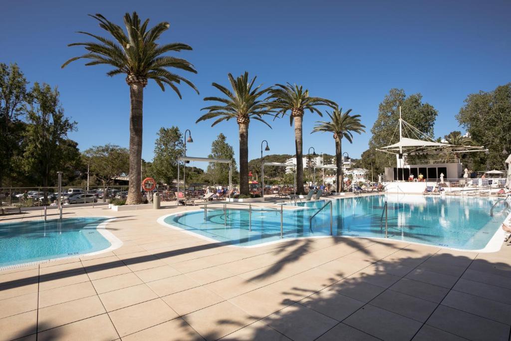 Piscina en o cerca de Hotel Cala Galdana & Villas de Aljandar
