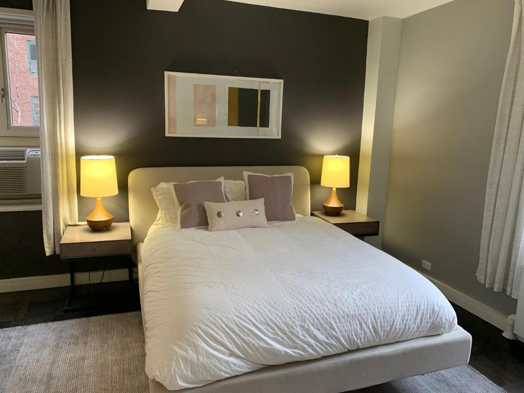 A bed or beds in a room at NYC Vacation Apartments - Downtown Host Suite