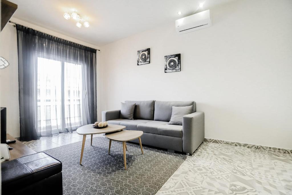 A seating area at KNL Luxury Apartment