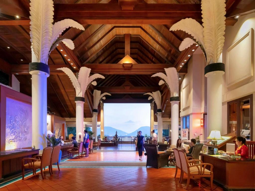 A restaurant or other place to eat at Novotel Phuket Resort