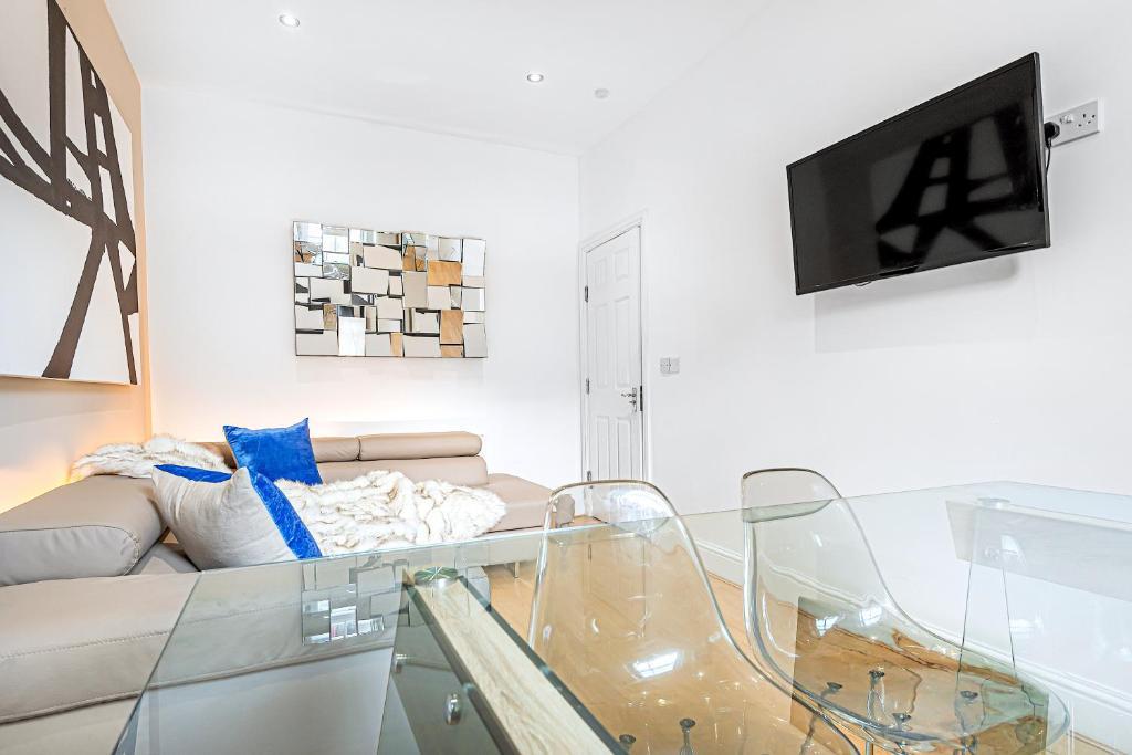 Ein Sitzbereich in der Unterkunft 4 Bedroom 2 Bathroom Apartment with Terrace