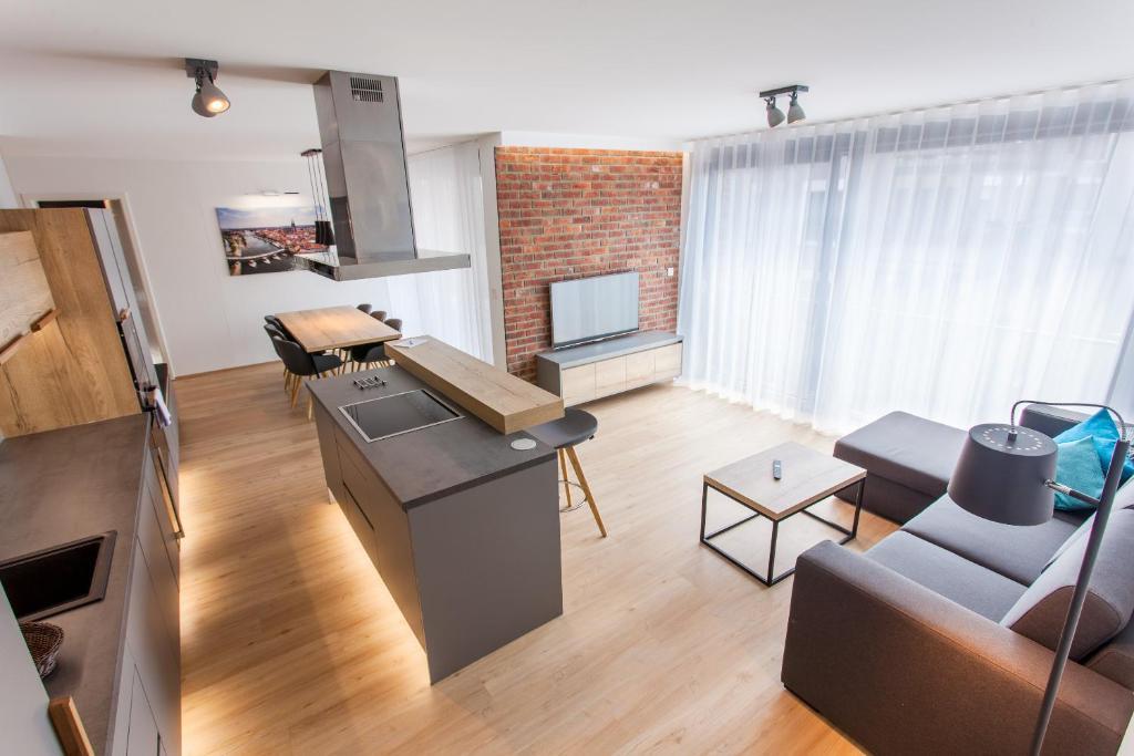 A seating area at Marina Apartments Regensburg
