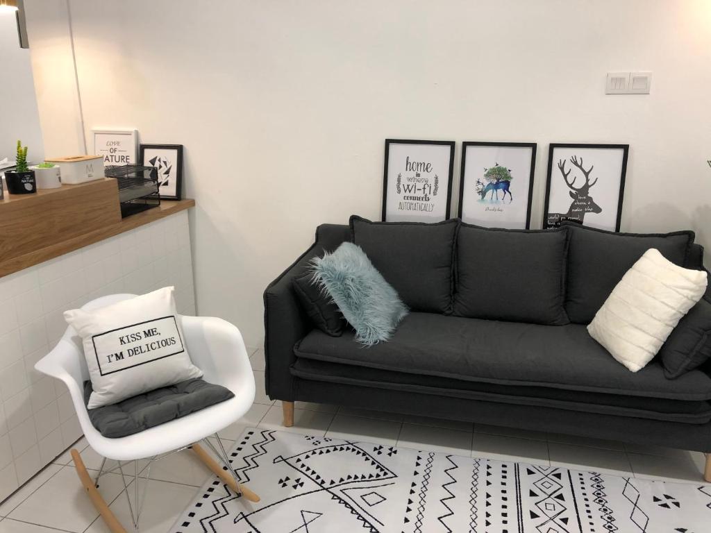 A seating area at Miniinn Guest House