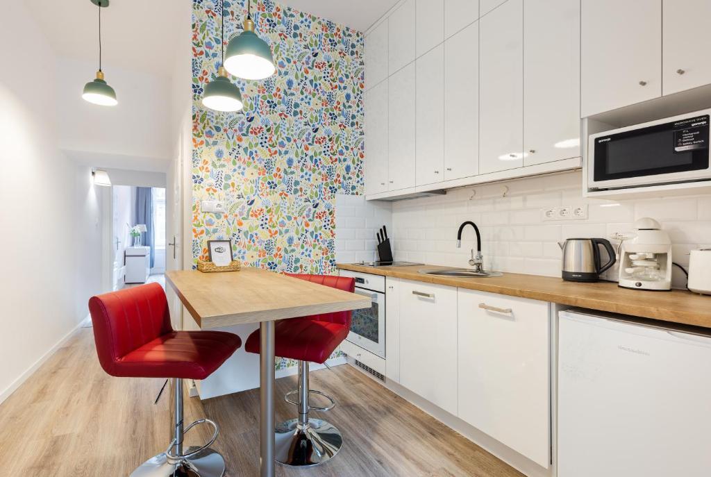 Küche/Küchenzeile in der Unterkunft Reda Cozy Apartment Near Danube