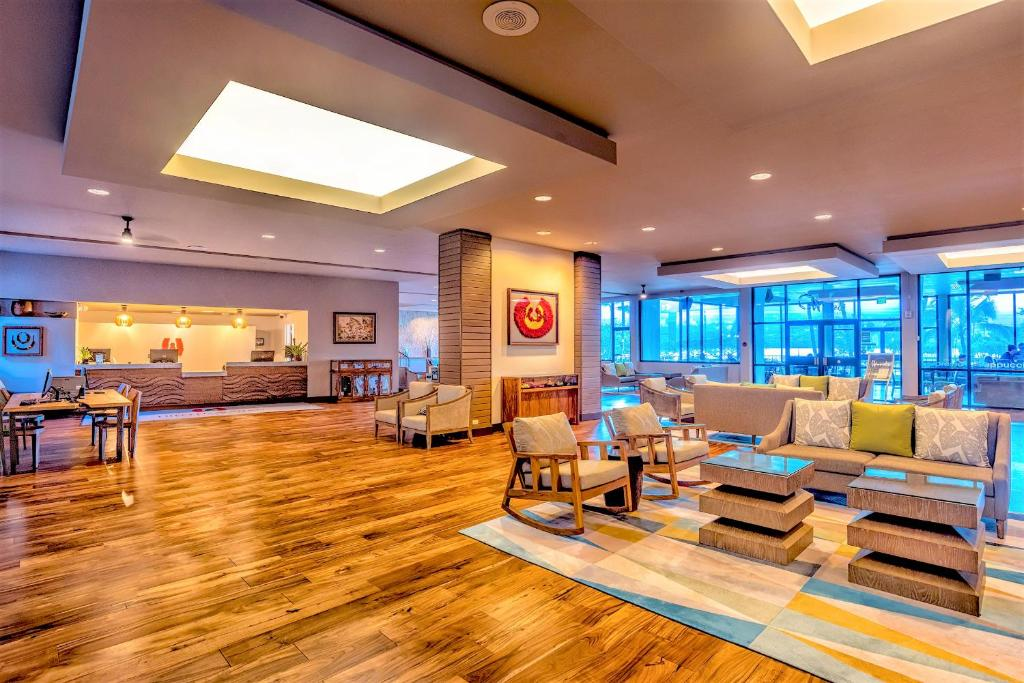 El vestíbulo o zona de recepción de Castle Hilo Hawaiian Hotel