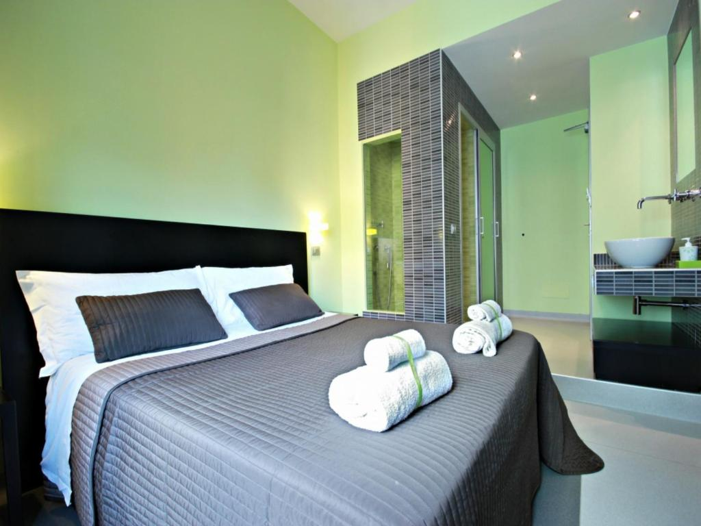 A bed or beds in a room at Moai Home