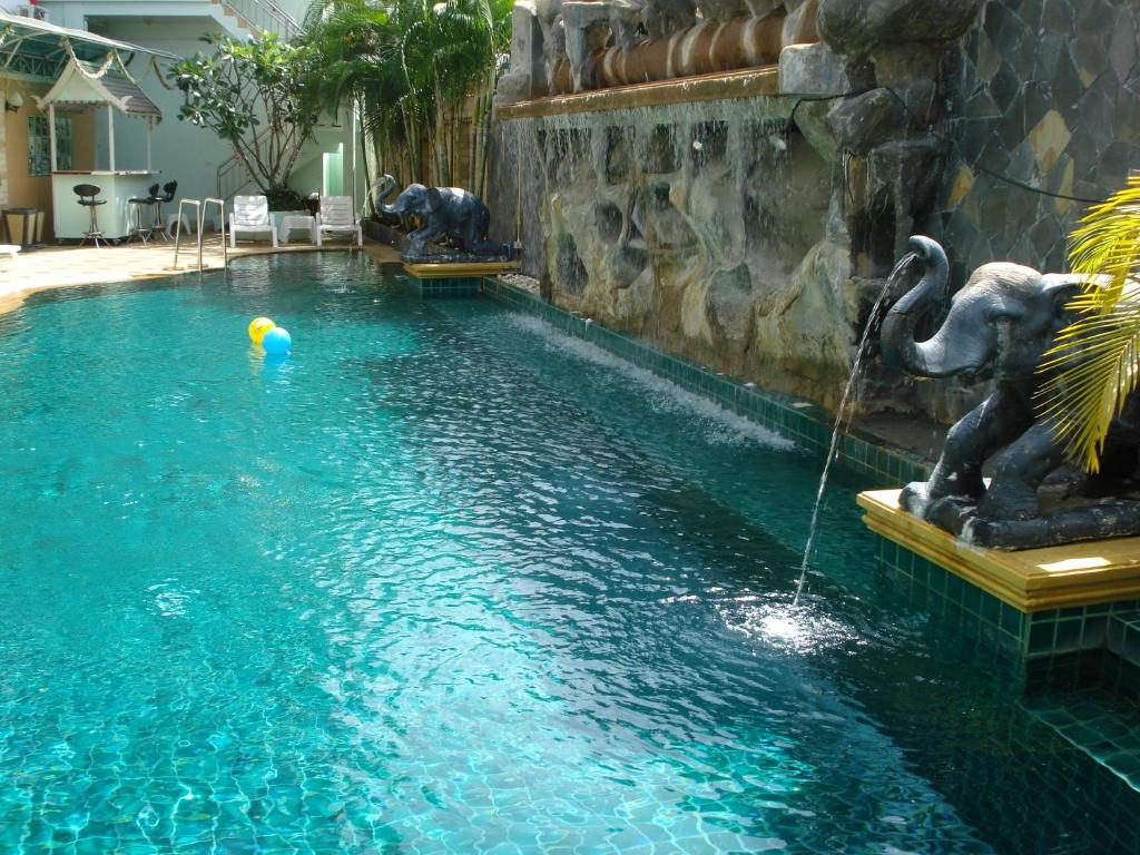 The swimming pool at or close to SM Resort